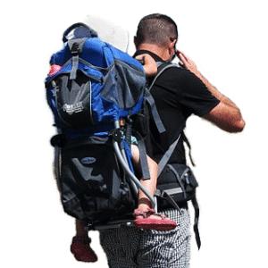 Mann mit Kind-kindertrage-zum-wandern